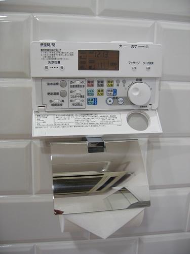 Пульт управления хитрым японским туалетом