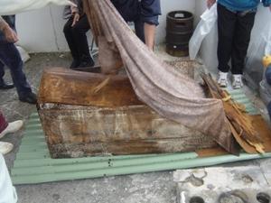 Обряд сэнкоцу: останки, извлеченные из гробницы после первичного захоронения (о. Ёнагуни) (Съемка и авторские права: Е. Бакшеев).
