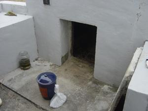 Вторичное захоронение: после обряда сэнкоцу урна с останками снова помещается в гробницу (о. Ёнагуни) (Съемка и авторские права: Е. Бакшеев).