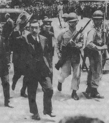 Император Хирохито и американские солдаты