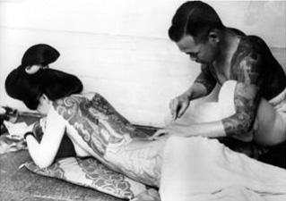 Процесс накалывания татуировки якудза