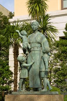 Статуя военной вдовы